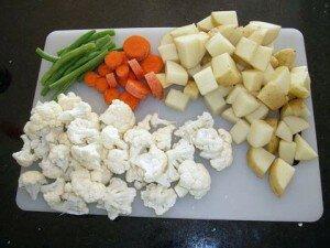 verduras picadas im 300x225 Por qué se cortan los alimentos?